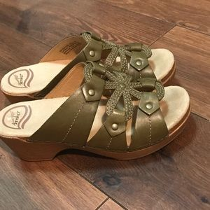 Dansko Mila Green Leather Comfort Wedge Sandals